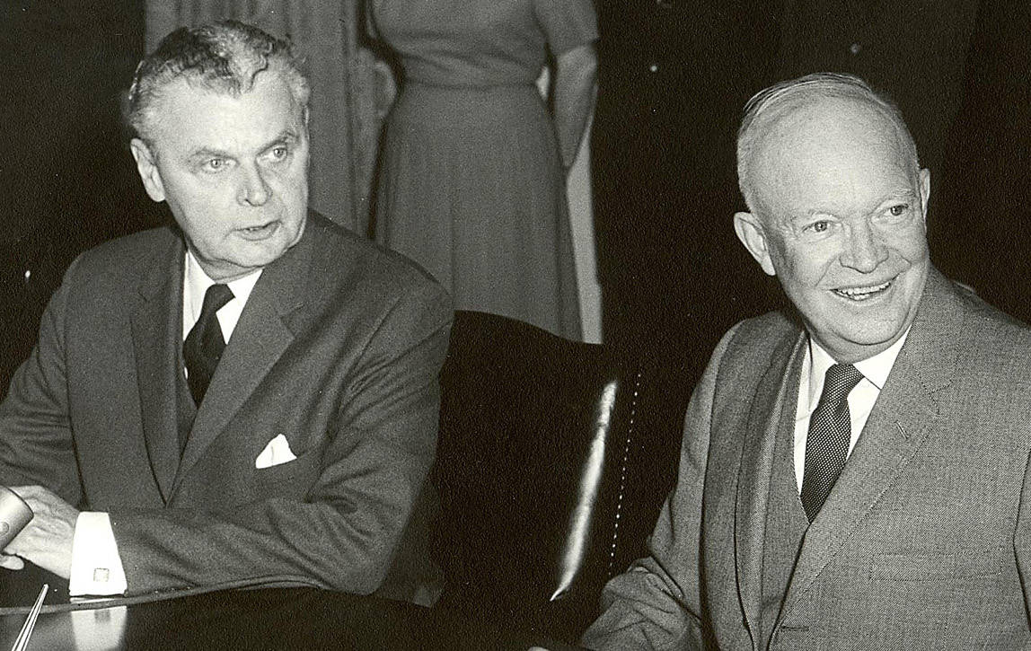 John Diefenbaker and Dwight Eisenhower at the signing of the Columbia River Treaty, January 1961. (White House Photo Office)