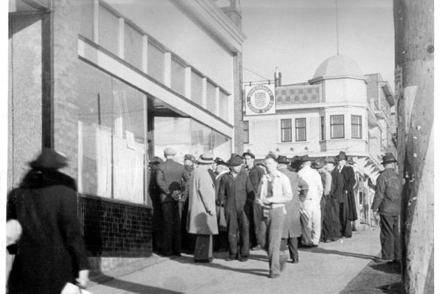 A crowd waits outside the government liquor store in North Vancouver, 1942. (Courtesy of BC Liquor Stores)