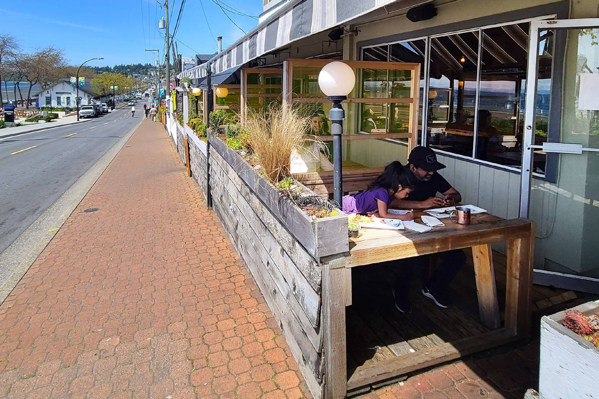 White Rock's Marine Drive has been converted to one-way traffic to allow more patio space for waterfront restaurants. (Peace Arch News)