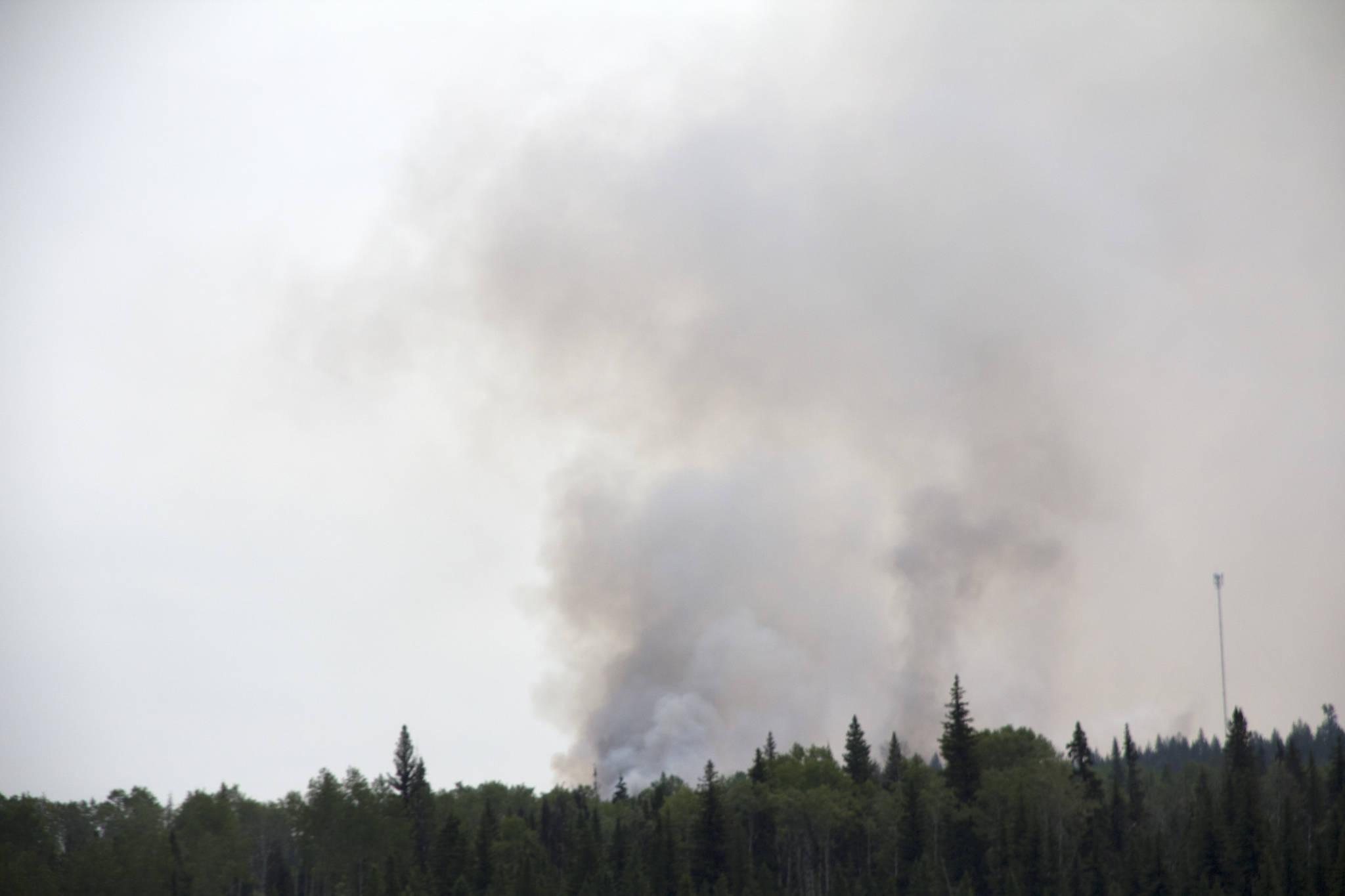 Wildfire smoke above Deka Lake. (Kelly Sinoski photo-100 Mile Free Press)