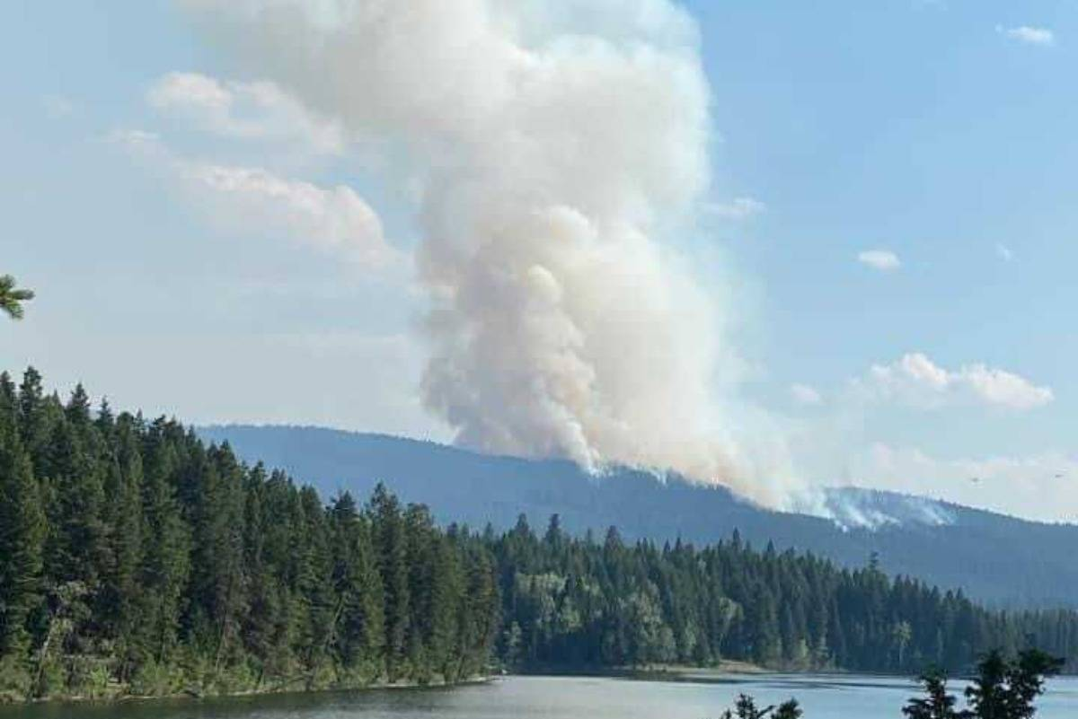 A wildfire by Logan Lake, taken from Duffy Lake. (Cressen Isaac / Facebook)