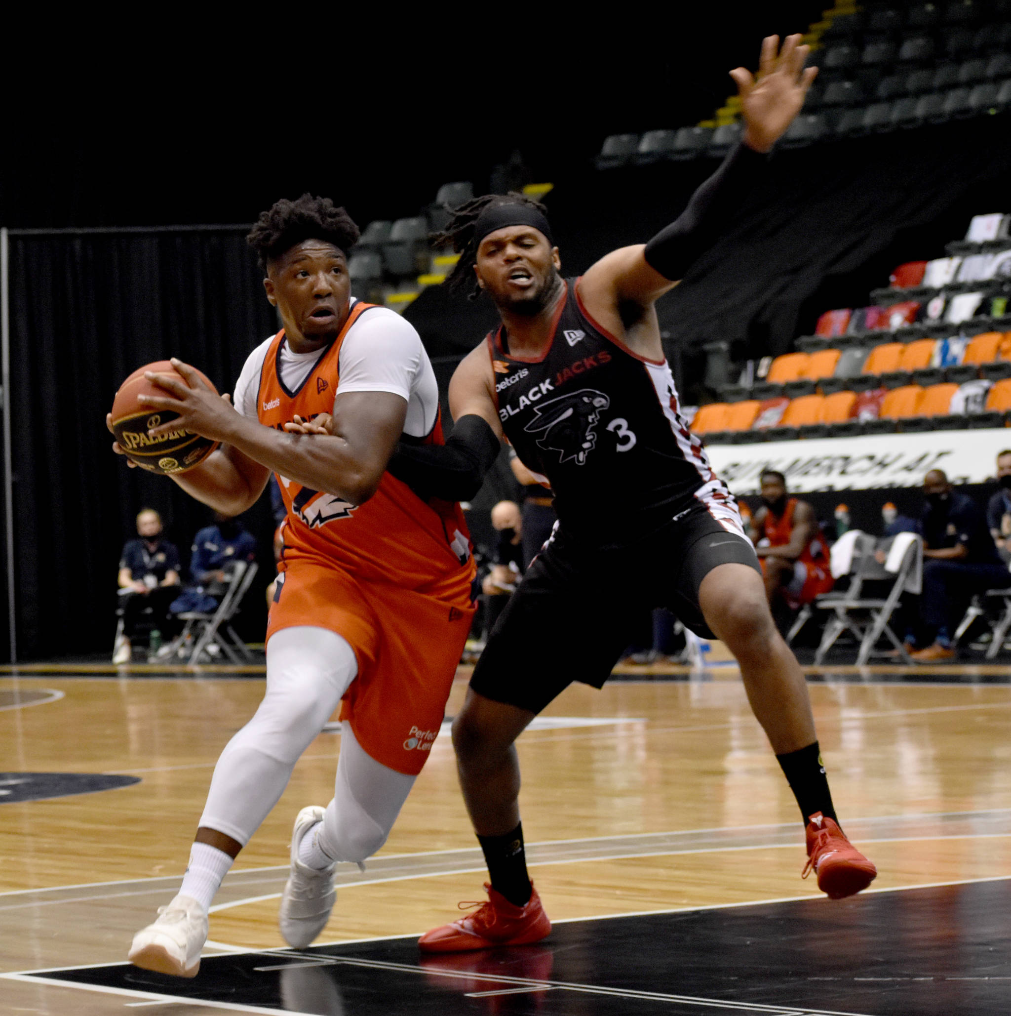Bandits forward Shaquille Keith drives the lane. (Ben Lypka/Abbotsford News)