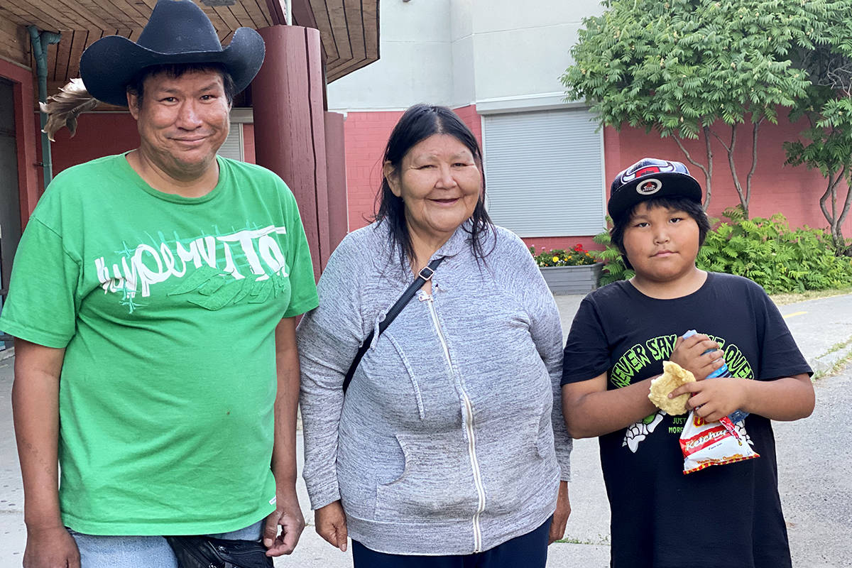 Ulkatcho First Nation evacuated members Roland, Diane and Kayden Paul get ready to board a bus to Prince George Wednesday evening. (Angie Mindus photo - Williams Lake Tribune)