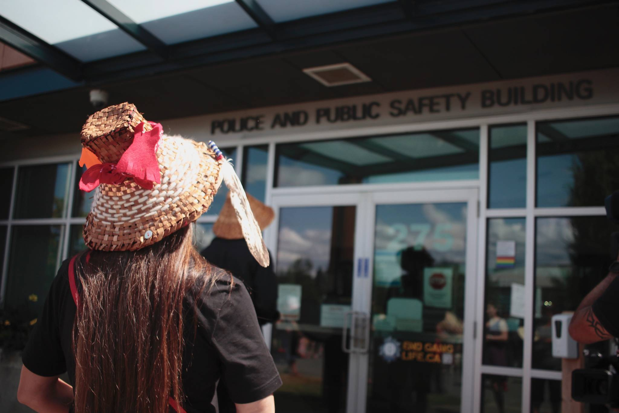 Mourners approach the Campbell River RCMP offices on July 20. Photo by Marc Kitteringham / Campbell River Mirror
