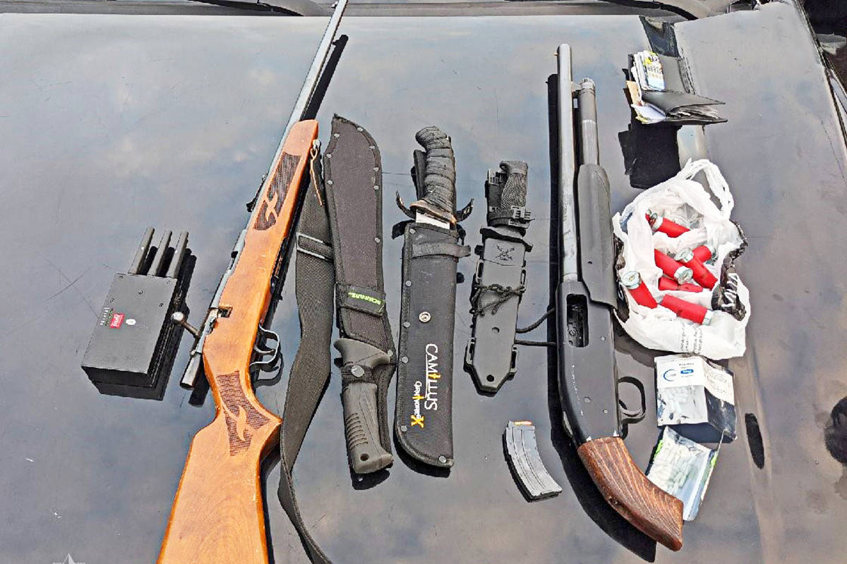 Anti-gang officers seized these weapons after they recognized a vehicle as being associated with a recent break in. (CFSEU)
