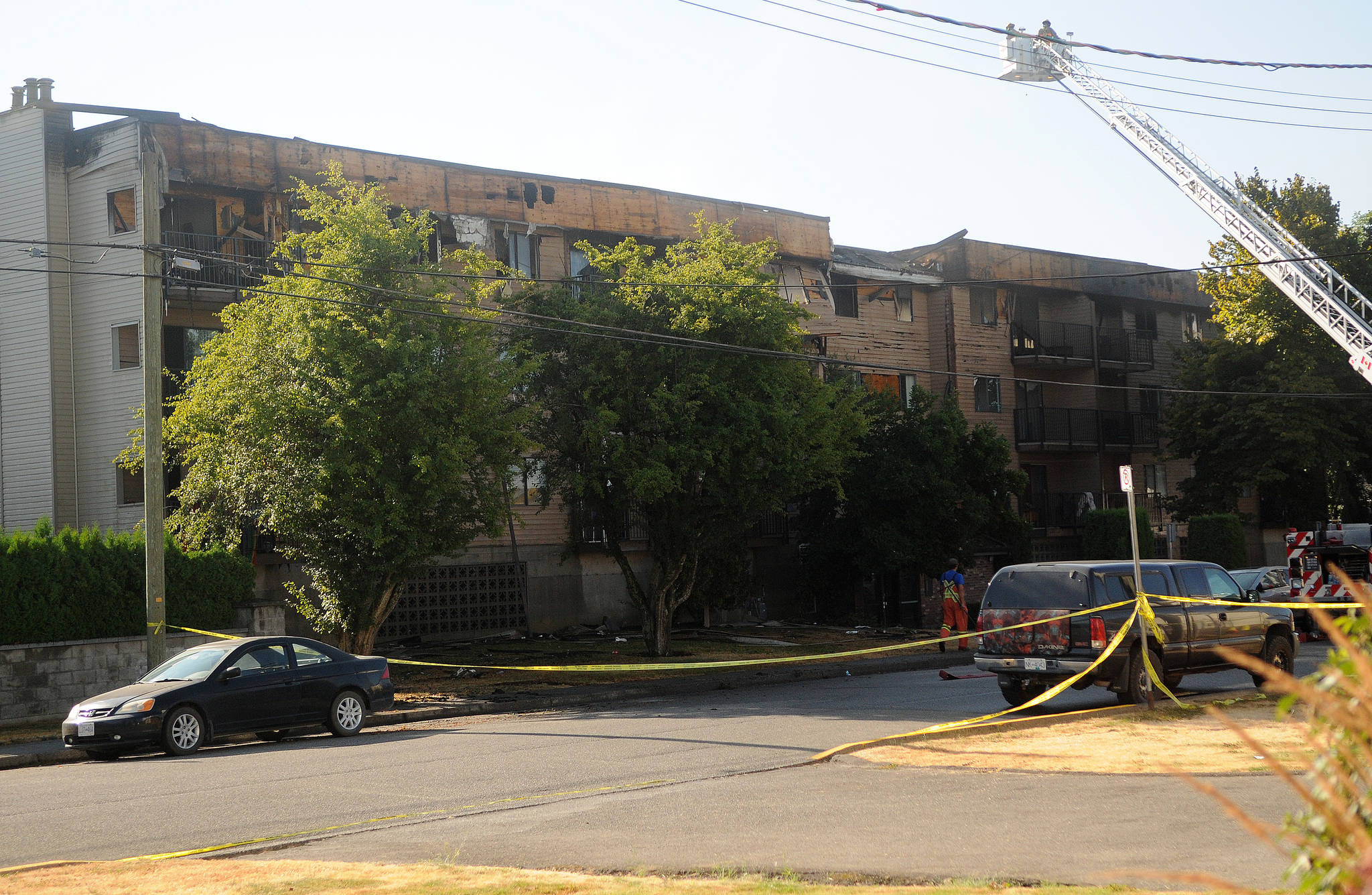 An apartment building on Hazel Street in Chilliwack shows significant damage to the fourth floor after an overnight fire on July 29, 2021. (Eric J. Welsh/Chilliwack Progress)
