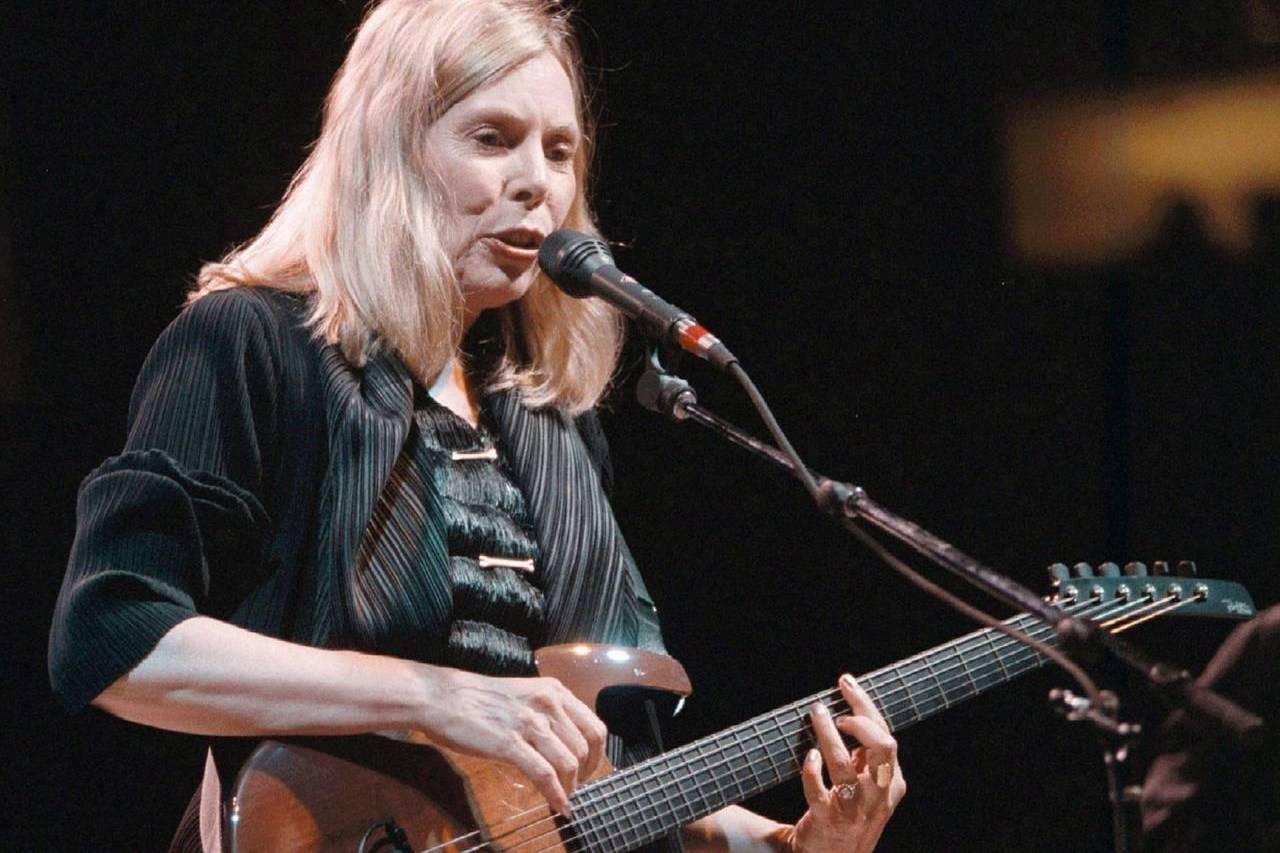 Folk singer Joni Mitchell plays to a sold out crowd at General Motors Place in Vancouver in 1998. THE CANADIAN PRESS/Nick Procaylo