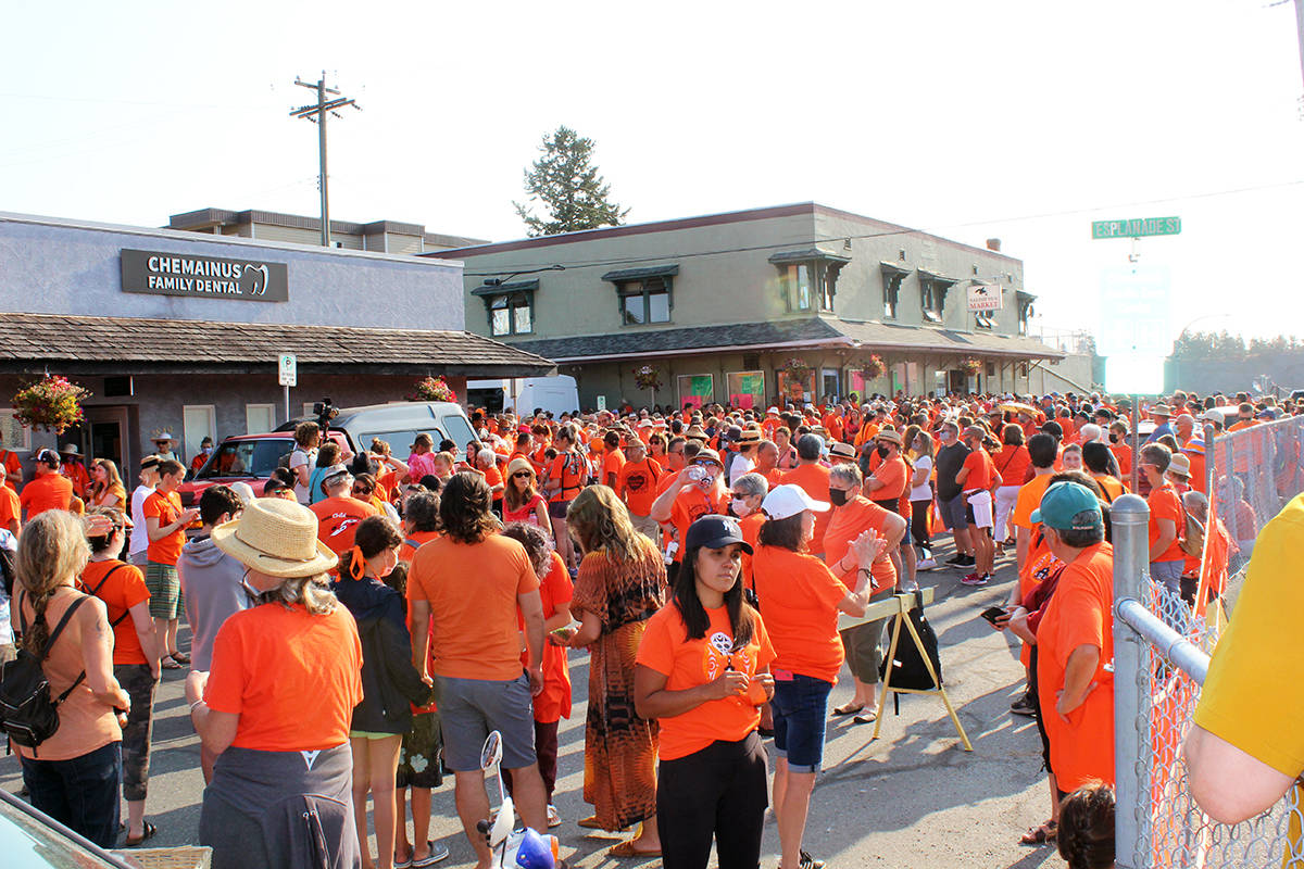 Large crowd assembles outside the Salish Sea Market in Chemainus. (Photo by Don Bodger)