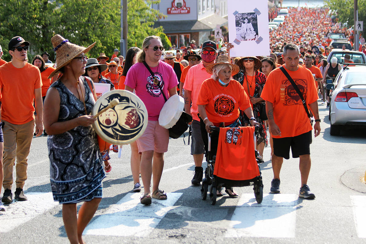 March participants turn onto Willow Street. (Photo by Don Bodger)