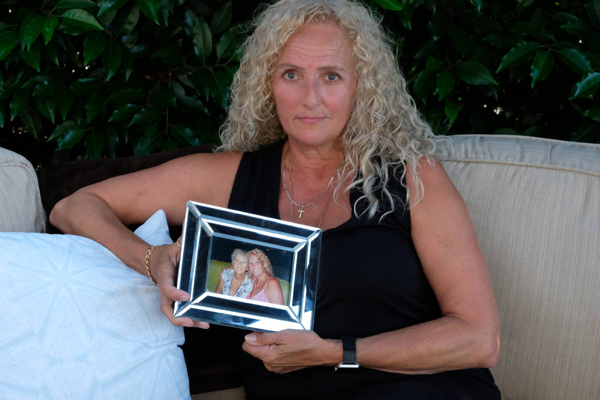 Jacquie Bartlett with a photo of her mother before things went awry. (Zoe Ducklow/New Staff)