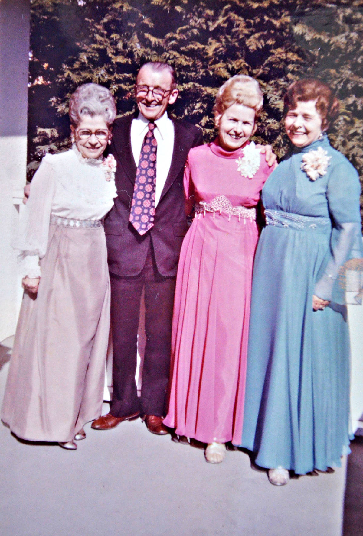 Ivy Philipps (in pink) posed with her siblings on the day of her wedding to Dennis. (Family photo/Special to the Langley Advance Times)