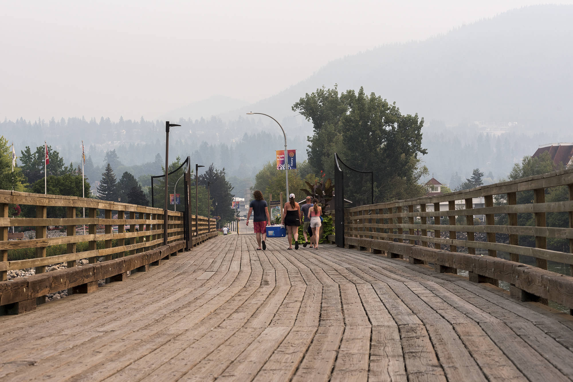 Heavy smoke from wildfires continued to blanket Salmon Arm on Thursday, Aug. 5, 2021. (Lachlan Labere-Salmon Arm Observer)