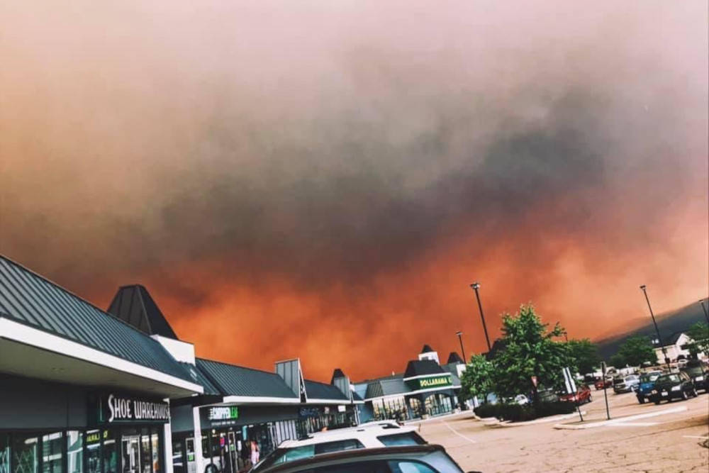 Smoke blots out the sky with red-grey hues in Vernon on Aug. 6, 2021.(@lazyproc - Twitter)