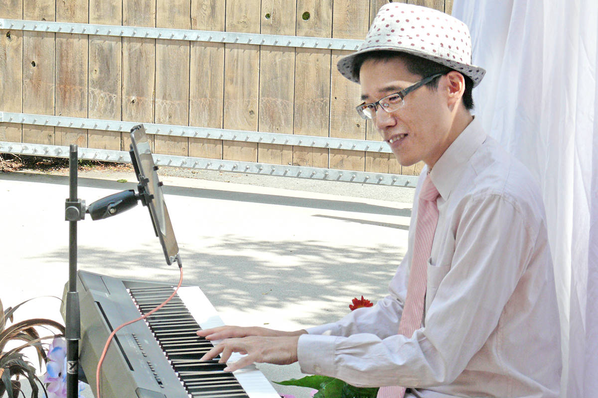 Aaron Pang of Mad Jazz performed for residents of the Langley Lodge on Monday, Aug. 8. (Dan Ferguson/Langley Advance Times)
