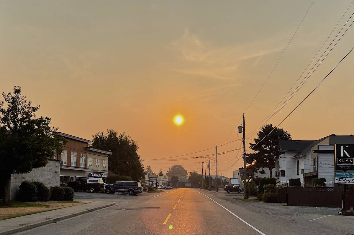 Smoke was thick in the air on Aug. 12, 2021 in downtown Chilliwack as winds shifted. (Jennifer Feinberg/ Chilliwack Progress)