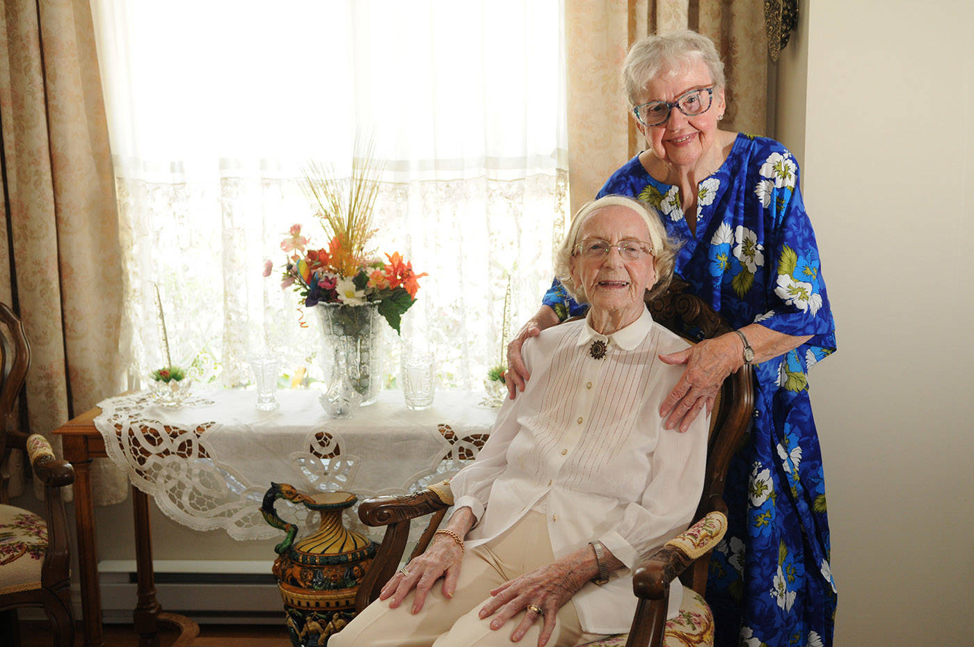 Hedy Sutulov, seen here on Aug. 12, 2021 with friend Leasl White, turned 107 on Aug. 18, 2021. (Jenna Hauck/ Chilliwack Progress)