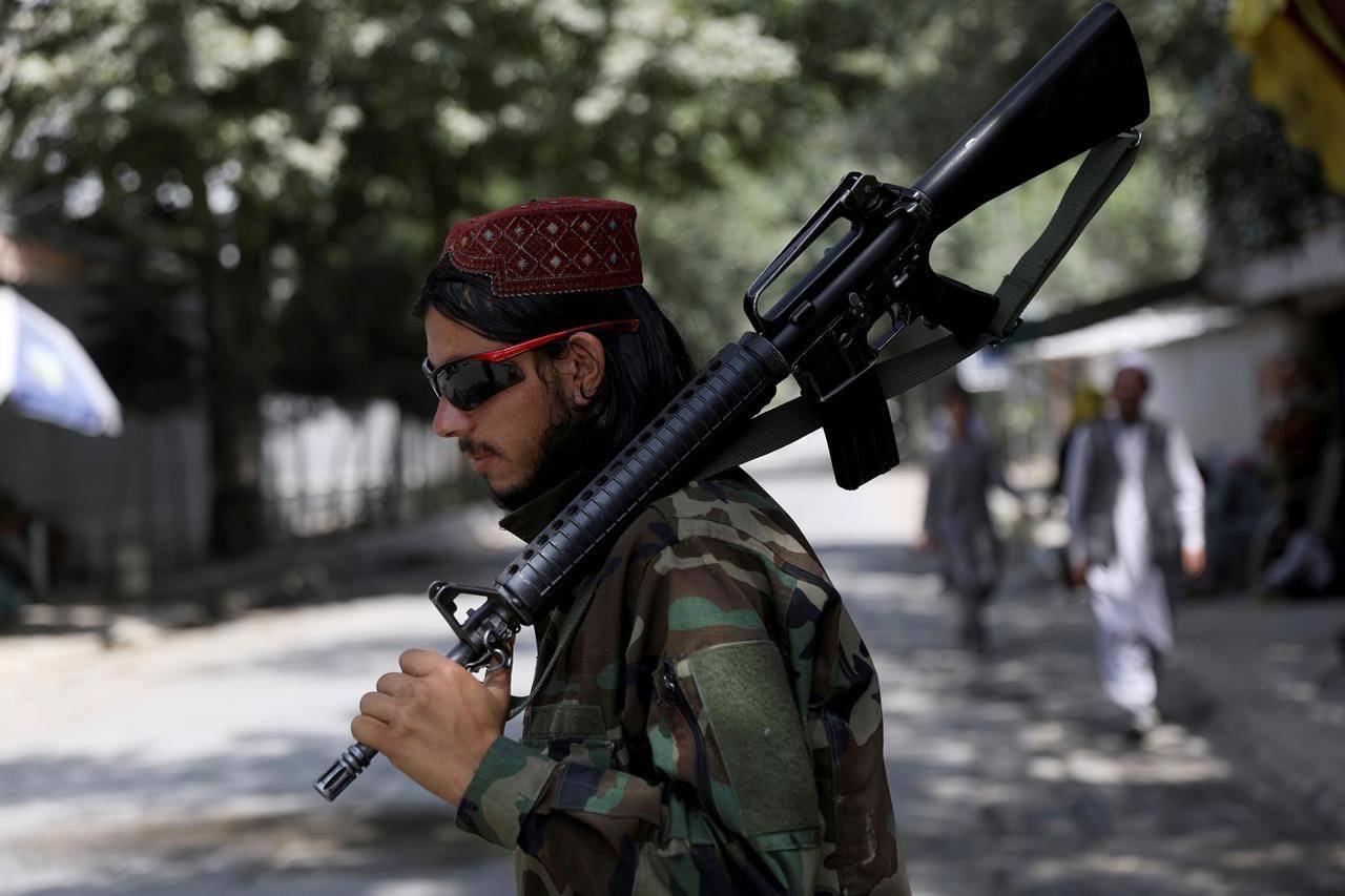 A Taliban fighter stands guard at a checkpoint in the Wazir Akbar Khan neighbourhood in the city of Kabul, Afghanistan, Sunday, Aug. 22, 2021. THE CANADIAN PRESS/AP-Rahmat Gul