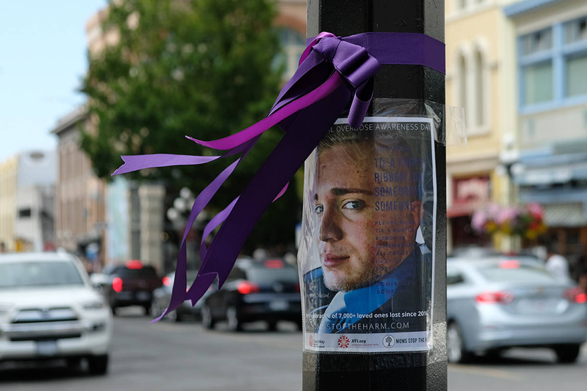 Moms Stop the Harm have tied ribbons around lamp posts with pictures of loved ones who have died from drug overdoses. The ribbons are both a memorial and call for action. (Zoe Ducklow/News Staff)