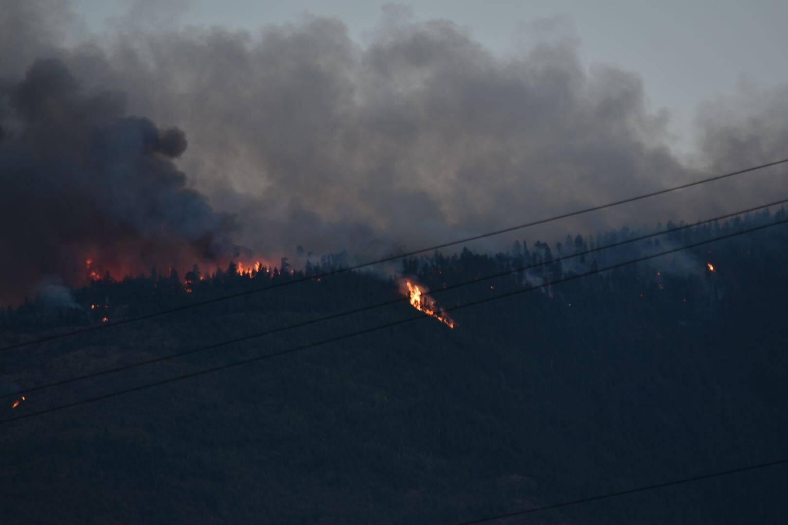 The Skaha Creek fire taken Sunday night, Aug. 29. (Brennan Phillips/Penticton Western News)
