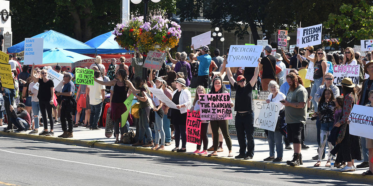 Anti-vaccine passport and anti-mask protesters gather outside the Legislature on Wednesday and along Belleville Street for an afternoon demonstration. (Don Denton/News Staff) Anti-vaccine passport and anti-mask protesters gather outside the Legislature on Wednesday and along Belleville Street for an afternoon demonstration. (Don Denton/News Staff)