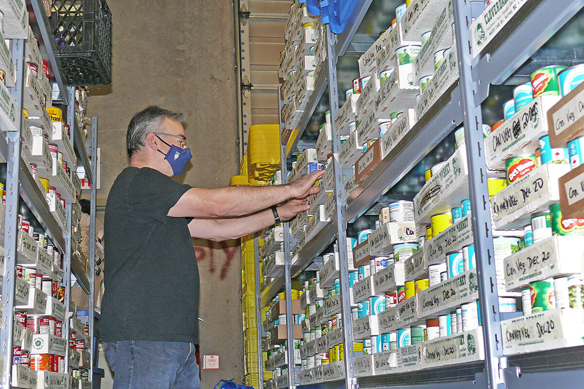 Volunteer Andrew Penny was sorting supplies at the Sources Langley Food Bank on Dec. 21, 2020. (file)