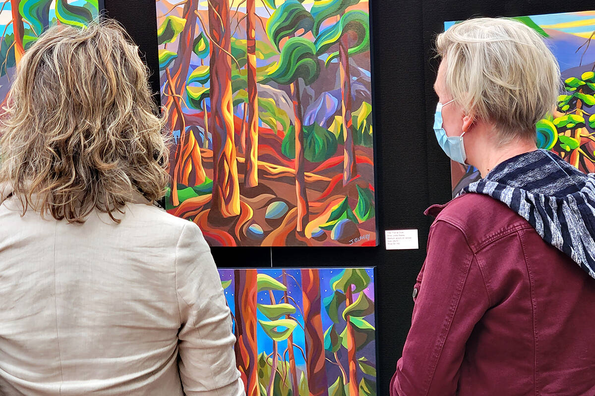 There was a good turnout at the West Fine Art Show fall exhibition and fundraiser for the Langley Hospice Society at the Glass House Estate Winery in Aldergrove from Friday, Sept. 17, to Sunday, Sept 19. (Dan Ferguson/Langley Advance Times)