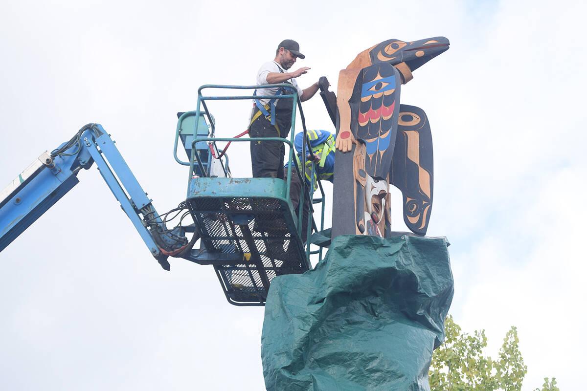 A totem pole, called n'aasn'aas?aqsa, is unveiled at Victoria Quay on Saturday, Sept. 18. (ELENA RARDON / ALBERNI VALLEY NEWS)