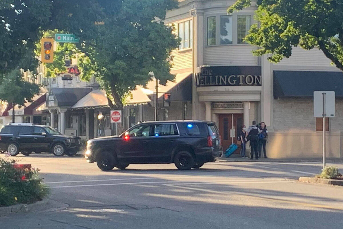 Chilliwack RCMP officers at the scene of a report of shots fired at Wellington Avenue and Main Street shortly after 8:30 a.m. on Sept. 24, 2021. (Paul Henderson/ Chilliwack Progress)