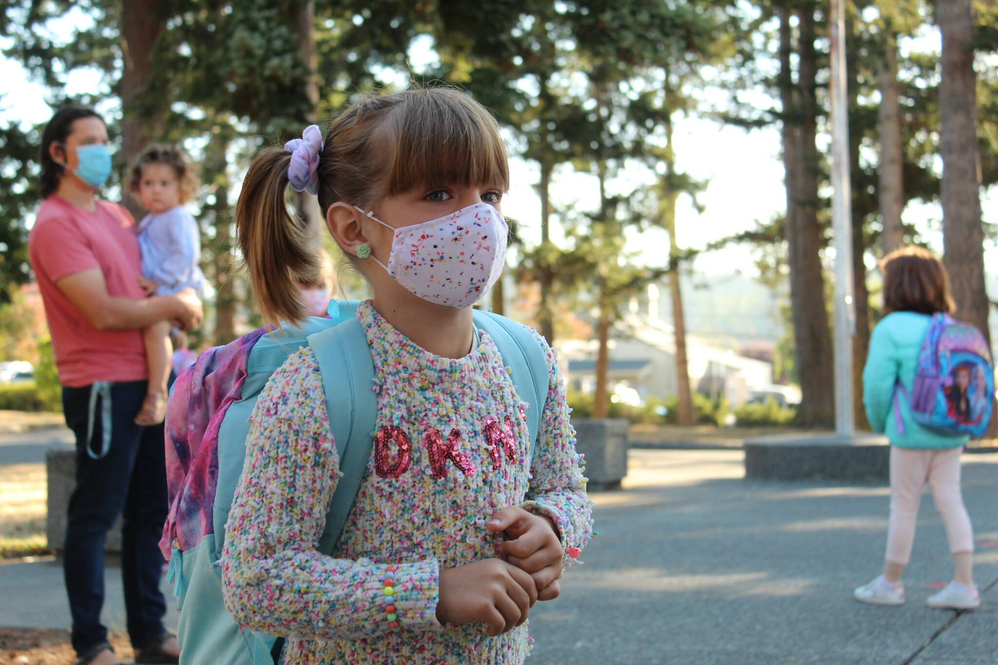 Elizabeth Richards sets off to find her new classroom. (Photo by Karina Andrew/Whidbey News-Times)