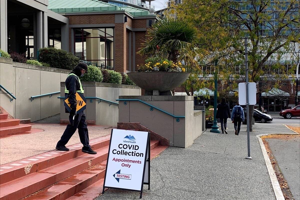 With the South Island COVID-19 vaccination rate near 90%, clinic at the Victoria Conference Centre also taking virus testing appointments, Oct. 6, 2021. (Tom Fletcher/Black Press Media)