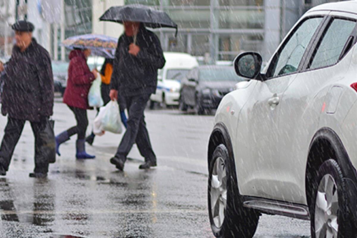 Pedestrians crossing the road in poor weather conditions (Aldergrove Star files)